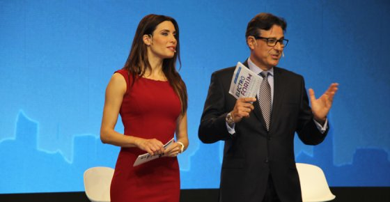 La presentadora Pilar Rubio y Josep Figueras, director de marketing de Grupo Electro Stocks, en la entrega de estos premios en 2017.